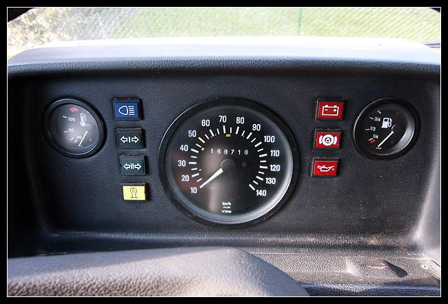 Remarquez la multiplicité des capteurs et autres voyants permettants de contrôler le bolides lors des pointes de vitesses...