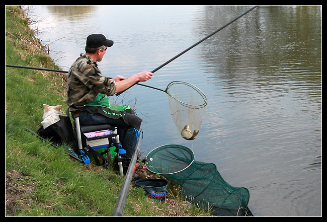 Un pêcheur qui venait de choper un beau spécimen...