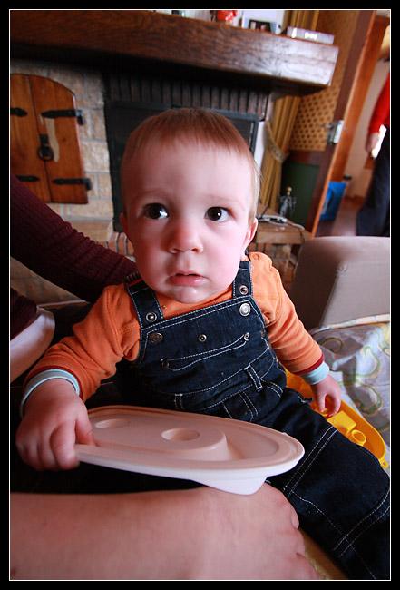Le petit Gatien est d'ailleurs très intrigué par mon objectif...