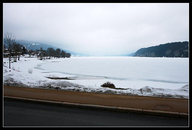 Le lac est encore gelé en cette période!